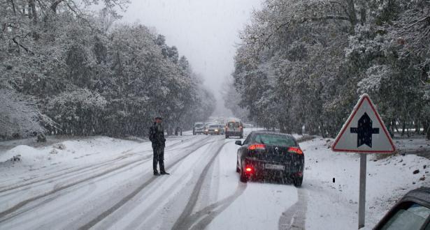 طقس الإثنين: أمطار وثلوج في العديد من مناطق المملكة